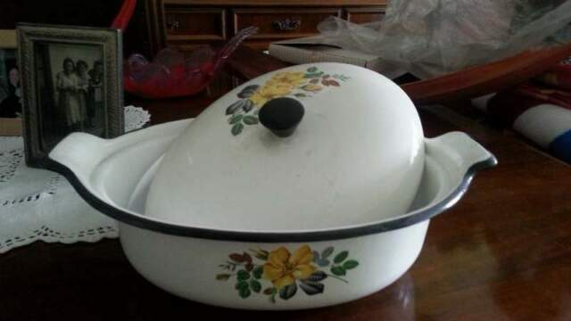 Pentola in ceramica con coperchio