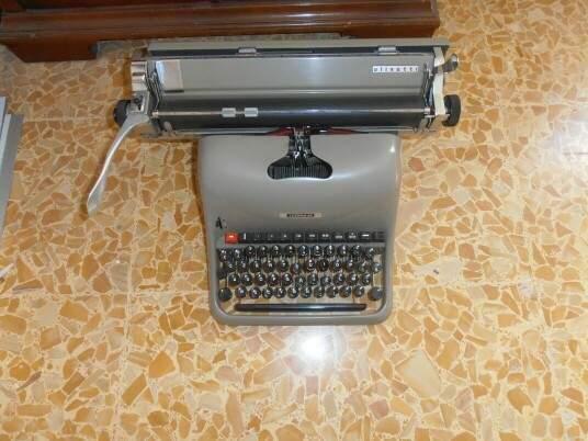 Macchina da scrivere olivetti lexicon 80