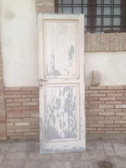 Antica porta interna in legno massello bugnata SPEDISCO