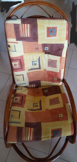 Sedia a dondolo in legno con cuscino