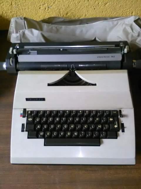 Macchina da scrivere vintage Triumph