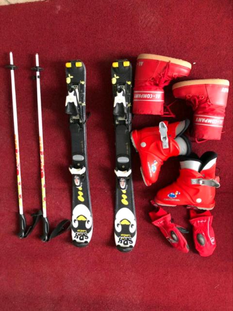 Sci, scarponi, dopo sci, guanti, bastoncini per bambini