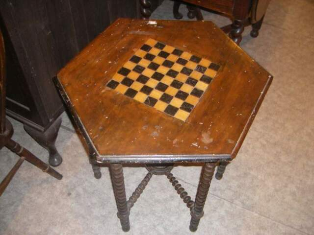 Antico tavolo da gioco
