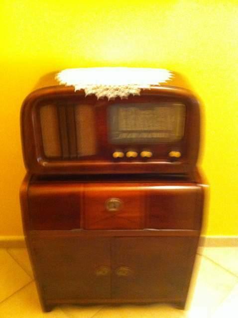 Radio con mobile anni 50