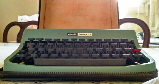 Macchina da scrivere Olivetti LETTERA 32 verde + BORSA