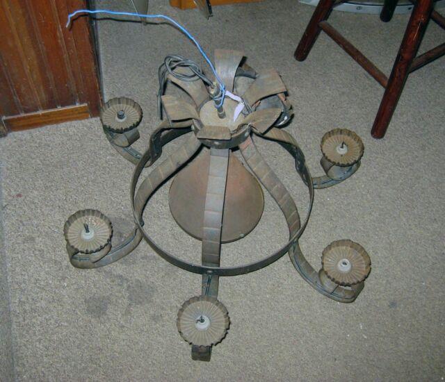 Antico lampadario stile fine 800 in ferro battuto