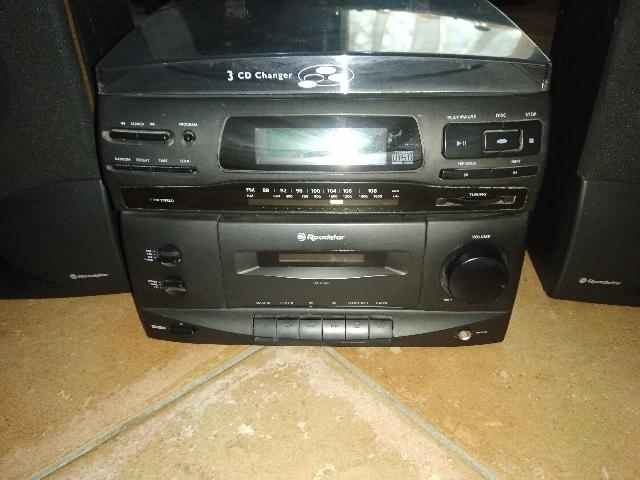 STEREO FM CD ROADSTAR CON N. 2 CASSE