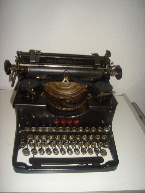 Macchina da scrivere da tavolo Torpedo mod 6 anno