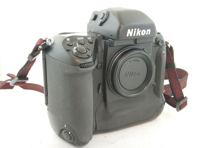 Nikon F5 Film Camera + Cinghia in Ottime Condizioni