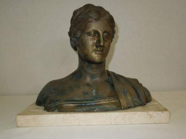 Busto di donna in bronzo con base in marmo