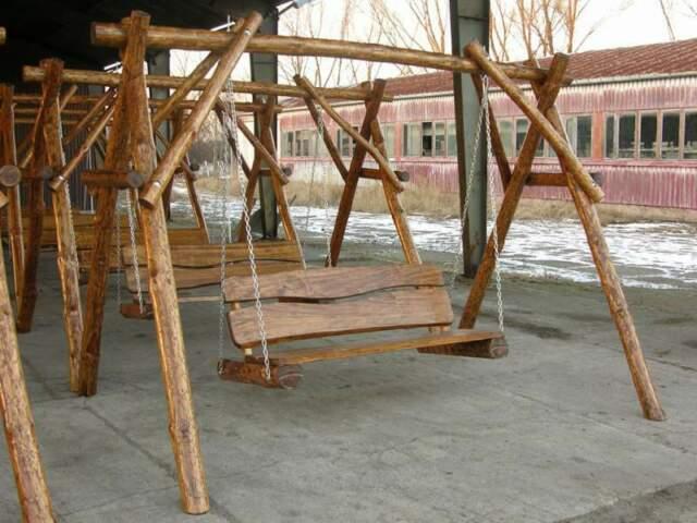 Dondolo da giardino in legno