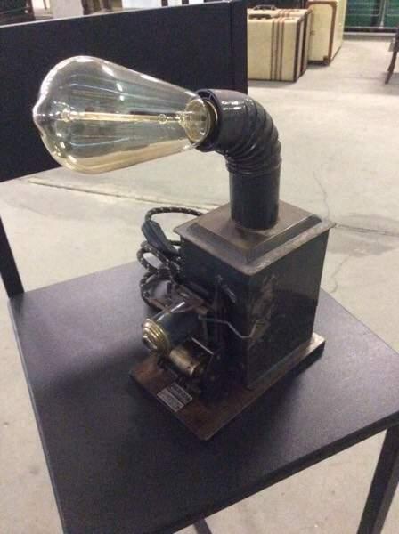 Lampada da tavolo stile industriale