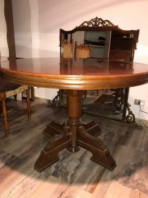 Tavolo rotondo in legno massello classico