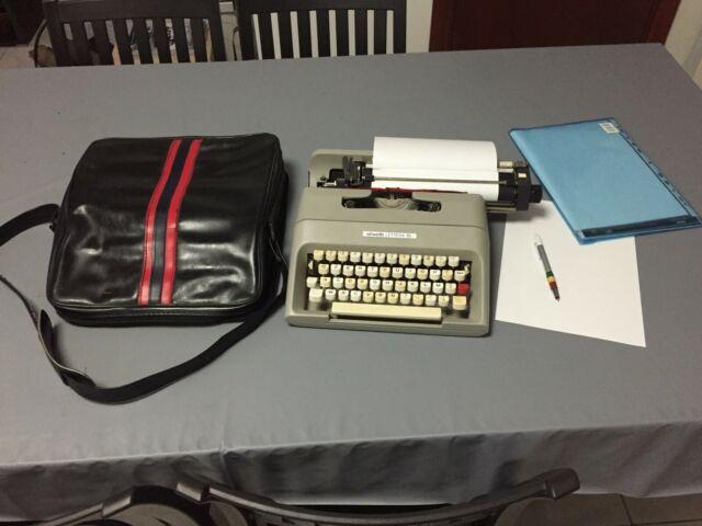 Macchina da scrivere Olivetti lettera 35