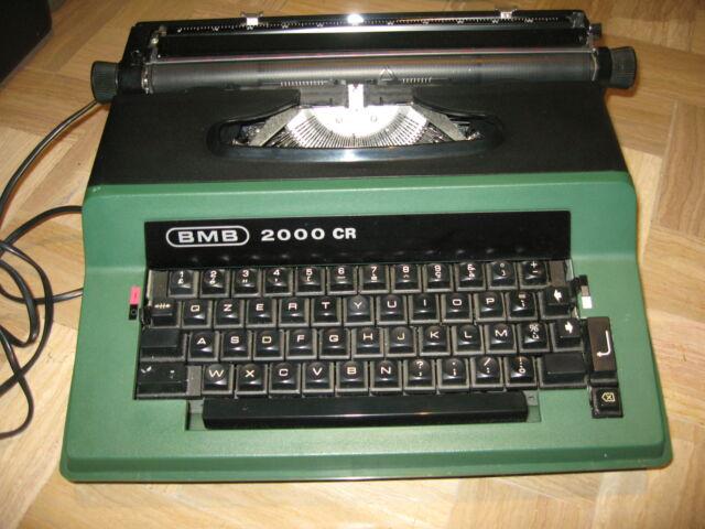 Macchina da scrivere elettrica portatile vintage.