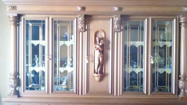 Sala da pranzo in legno intarsiato