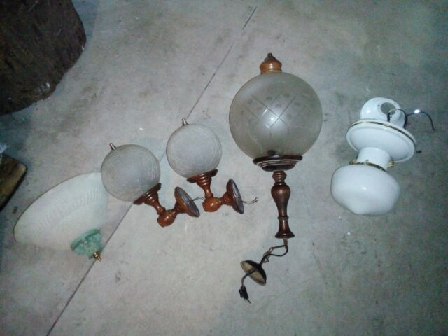 Vendo varie lampade a muro tre mezze campane piu'lakpaddar