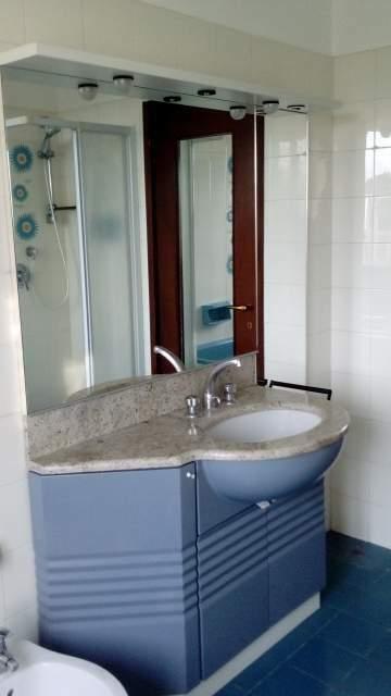 Specchio, lavabo, mobile per bagno