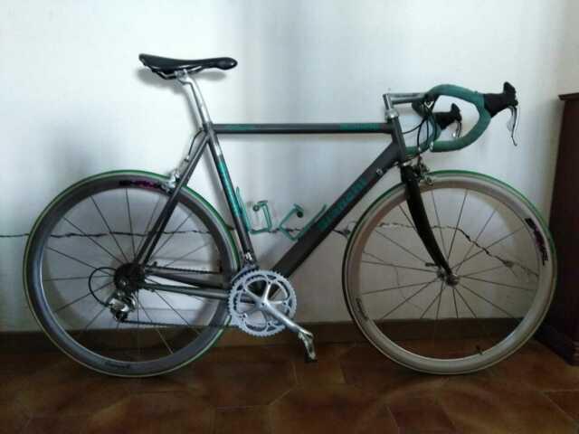 Bici da corsa Bianchi  titanio e carbonio.