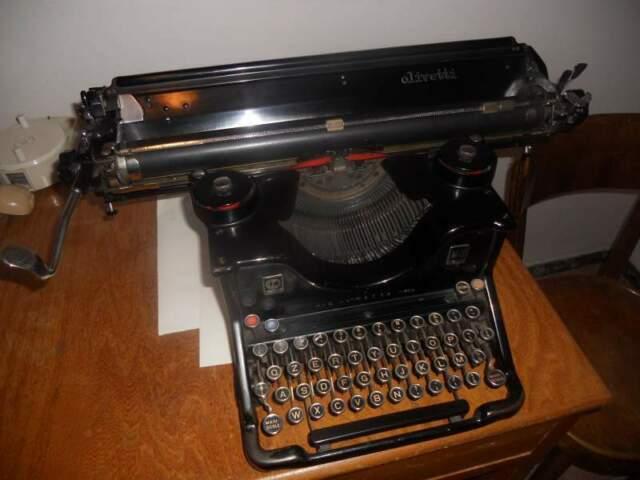 Macchina da scrivere Olivetti M40.