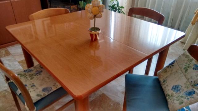 Tavolo quadrato in legno noce chiaro, allungabile