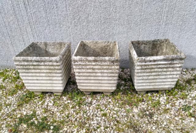 Tre vasi in cemento bianco, vintage