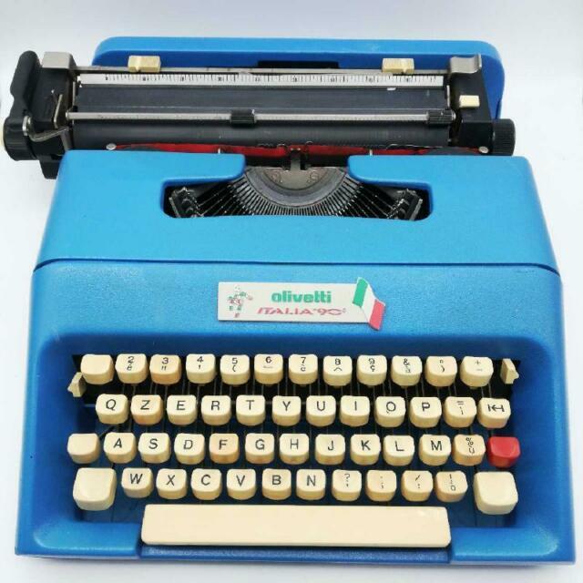 Macchina da scrivere olivetti anni 90