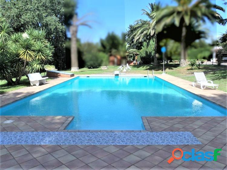 ROMA - TRIGORIA villa con piscina e parco di 3000 mq.