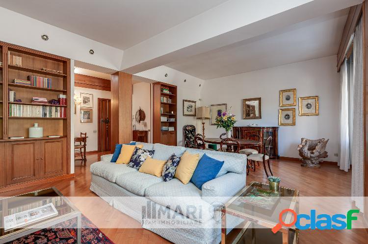 Vendesi elegante appartamento di ampia superficie