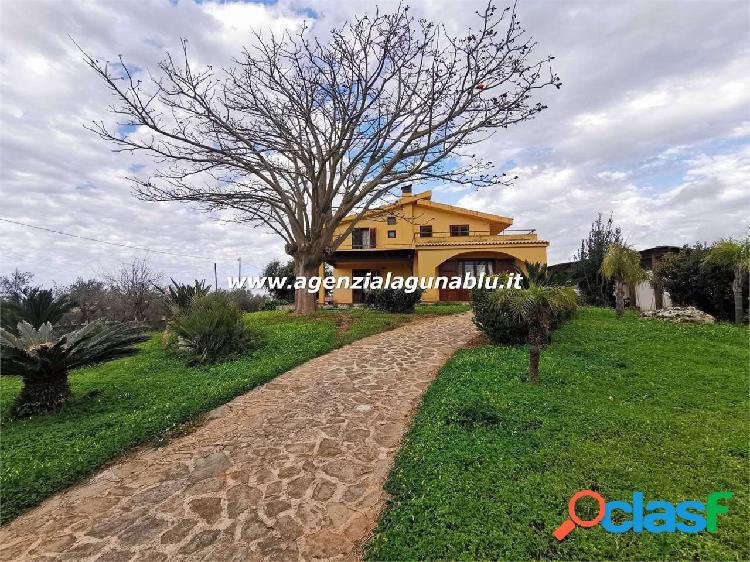 Villa CON PISCINA di 265 mq + Giardino 5000 mq