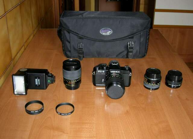 Macchina fotografica YASHICA Fx-3 con 4 obbiettivi e flash
