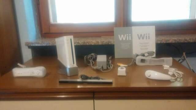 Nintendo Wii bianca (con accessori e WiiSports Resort)