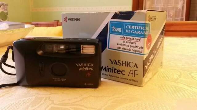 "Macchina fotografica Yashica ""Minitec"" AF"