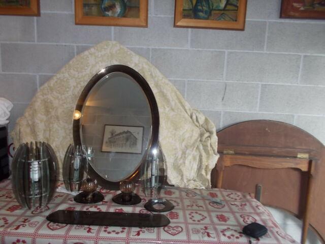 Arredamento bagno in cristallo specchio lampadario apliques