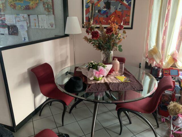 Tavolo in cristallo rotondo D 140 e 4 sedie