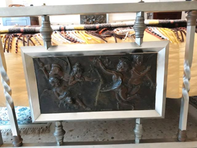 Struttura Letto con bassorilievo in bronzo e ferro battuto