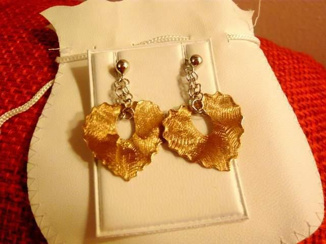 Orecchini a forma di cuore in argento satinato