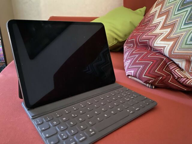 Apple iPad Pro 11 pollici Wi-Fi + cellular + Accessori e