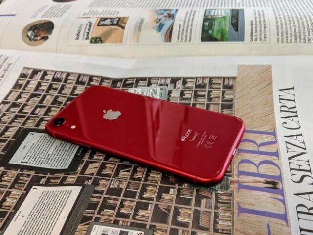 Apple iphone xr 64 gb ancora in garanzia