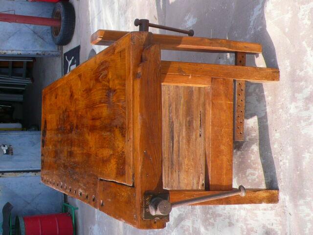 Antico banco da lavoro falegname restaurato