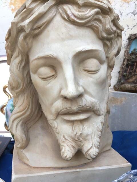 Cristo scolpito in pietra con firma scultore