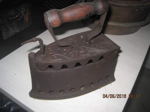 Ferro da stiro cod.  fine '800 originale