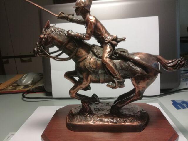 Cavaliere bronzo alla carica