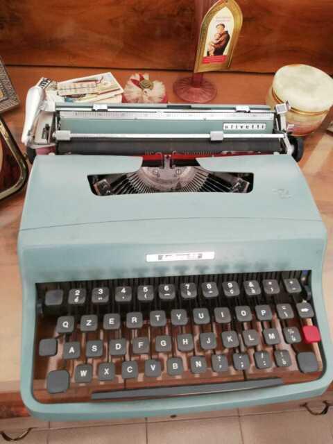 Macchina da scrivere Olivetti anni 60