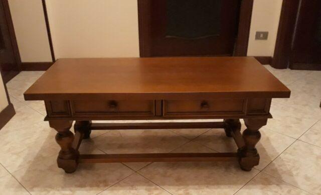 Tavolino in legno di noce per salotto