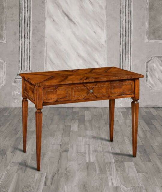 Consolle in legno intarsiata