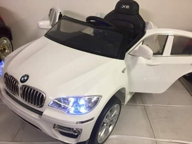 Auto macchina elettrica BMW X6 bianco