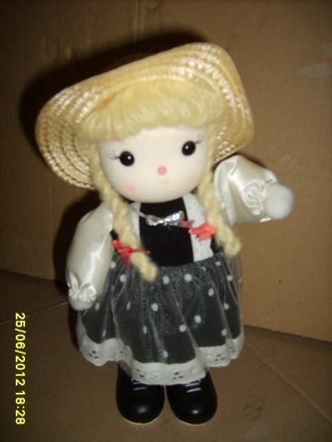 Bambola con carillon