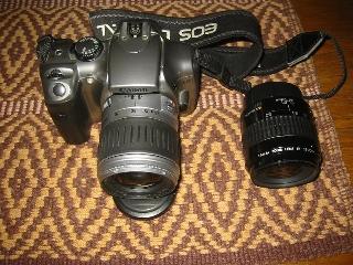 Fotocamera digitale Canon EOS 300D con obiettivo...
