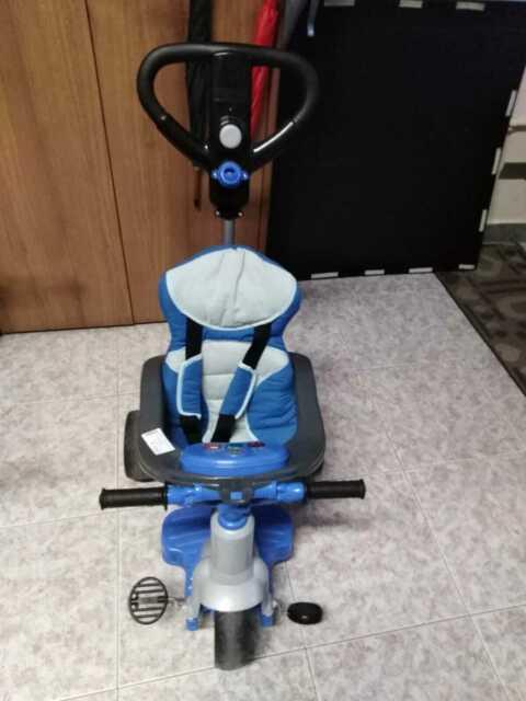 Triciclo feber con maniglia porta bimbo